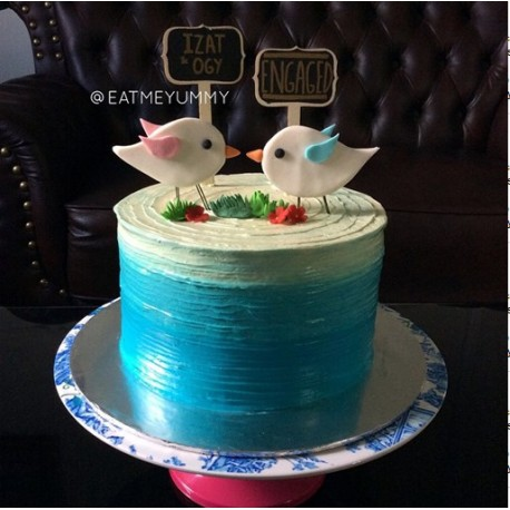 Love Birds Engagement Hantaran Cake