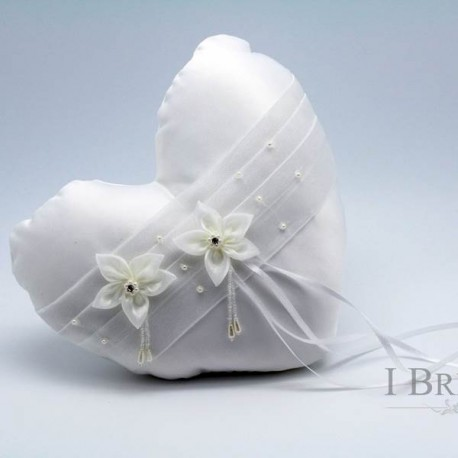 Beverly Lace Ring Pillow