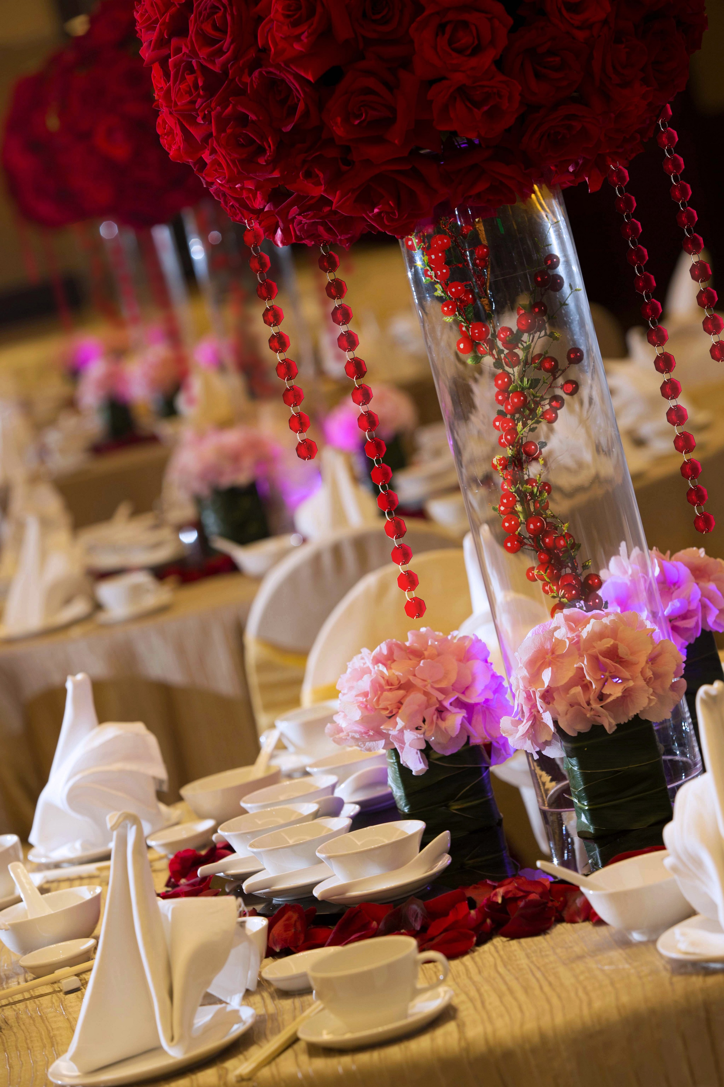 Table Setting with Swan Napkins in Wedding Banquet